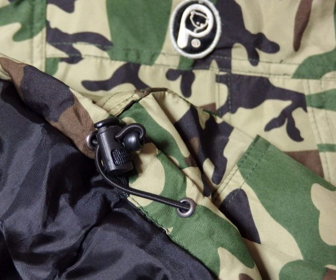Penfieldペンフィールド-迷彩-中綿入りフーデッド パーカー-裾のドローコード
