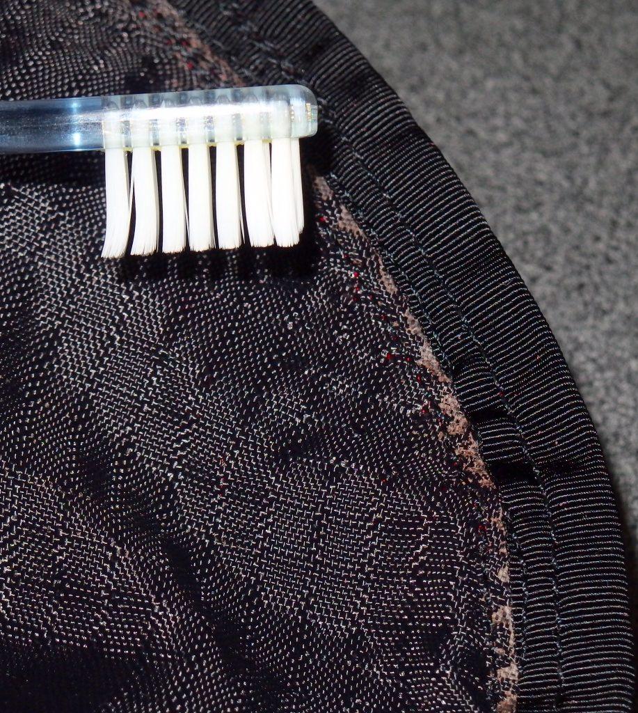 加水分解を歯ブラシで除去