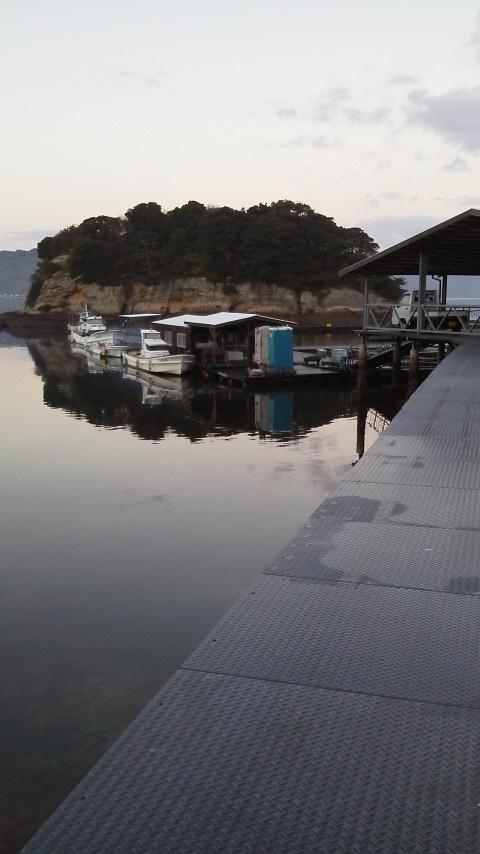 仮屋湾遊漁センター渡船場までの橋 (5)