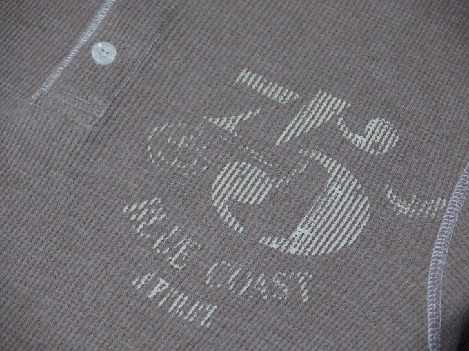 AVIREXアヴィレックス-ワッフル-ヘンリーネック-七分袖Tシャツ-ステンシルプリント
