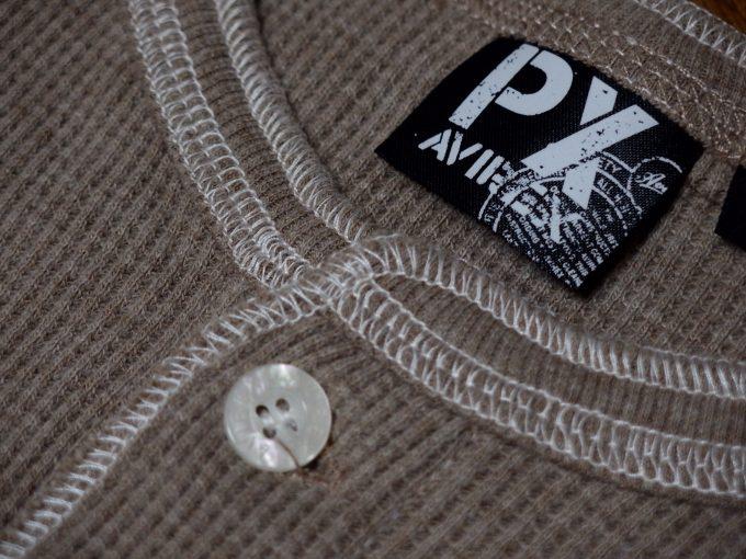 AVIREXアヴィレックス-ワッフル-ヘンリーネック-七分袖Tシャツ-襟元の画像