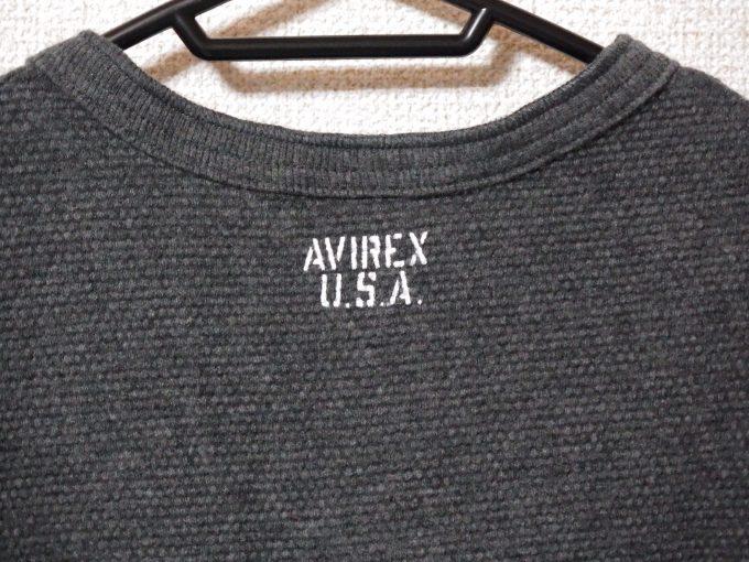 AVIREXアヴィレックス-ワッフル-ヘンリーネック-長袖Tシャツ-背面ロゴ画像