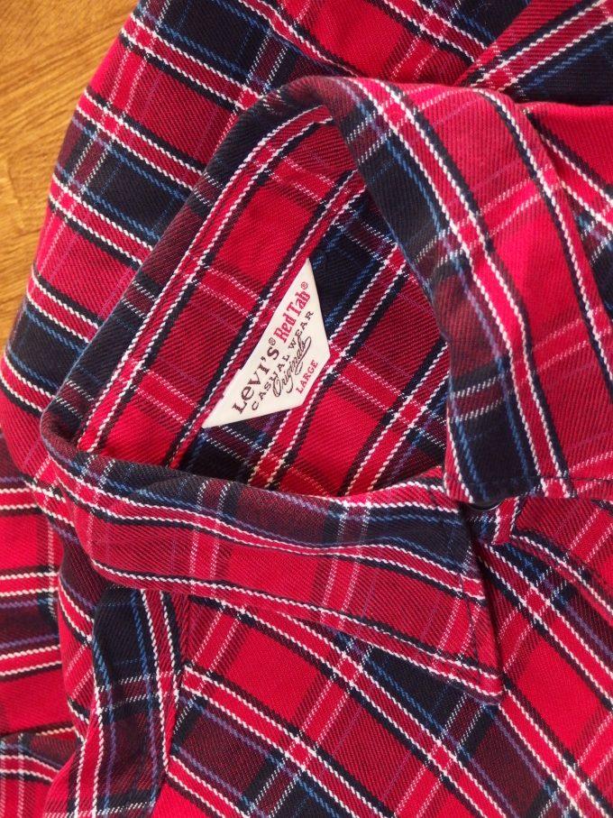 Levisリーバイス-RedTabレッドタブ-中厚手フランネルシャツ-襟元の画像