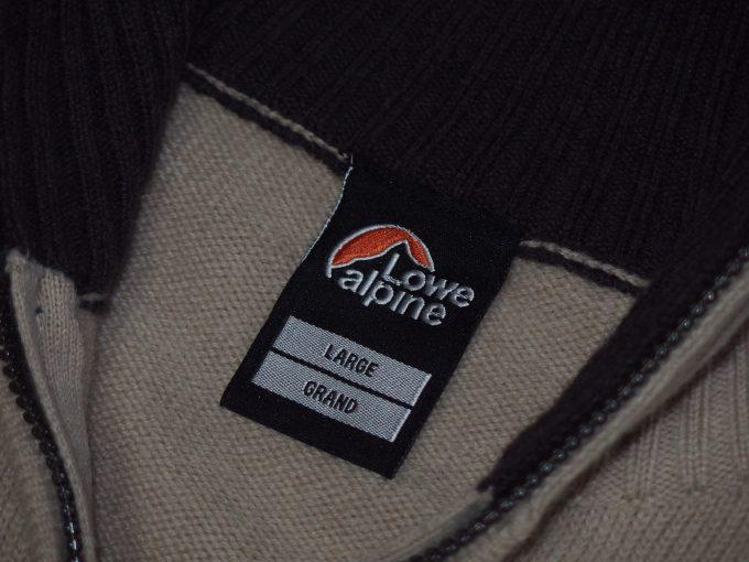Lowe-alpine-ロウアルパイン-フルジップセーター-襟元ラベル