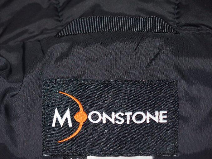 MOONSTONEムーンストーン-襟元のラベル
