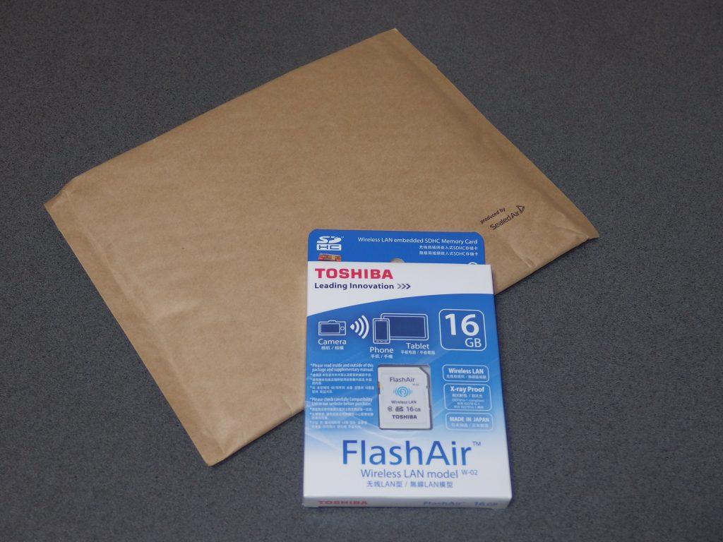 東芝TOSHIBA 無線LAN搭載 FlashAir Wi-Fi SDHCカード 外箱