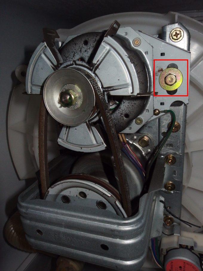 洗濯機Vベルト交換-伸びたVベルト.