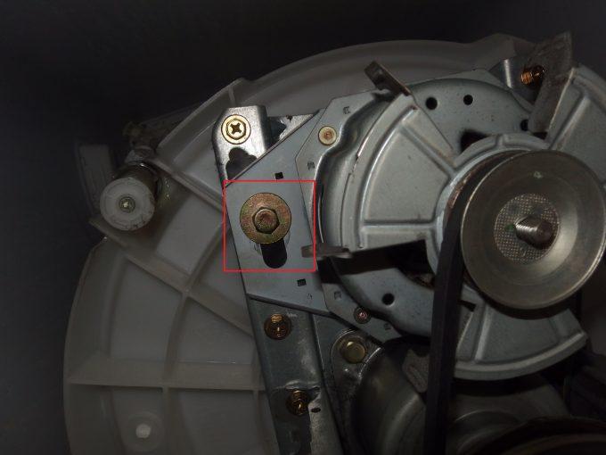 洗濯機Vベルト-張り調整ボルトネジ-左