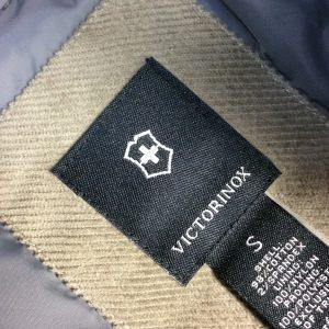 VICTORINOX ビクトリノックス 中綿入りCPOジャケット ロゴ