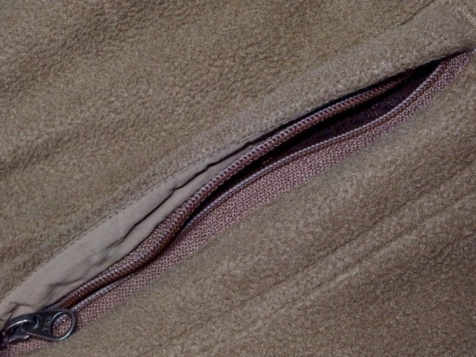 patagoniaパタゴニア-フリースジャケット-ファスナー付きポケット.