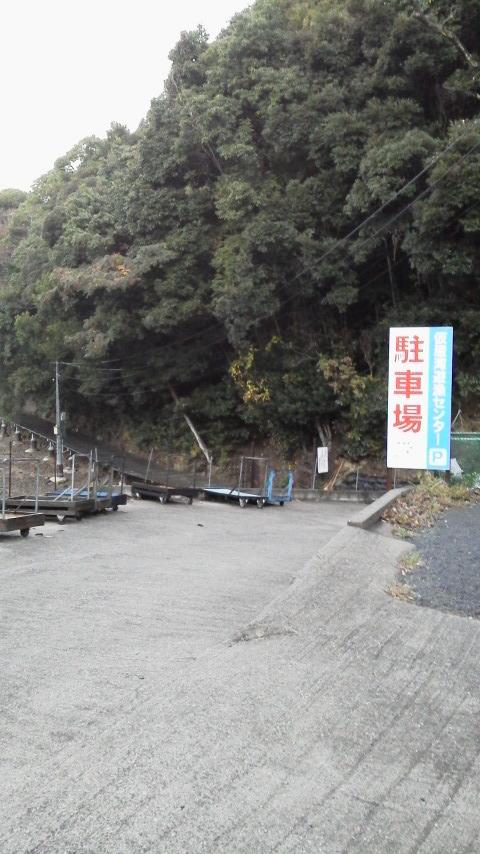 仮屋湾遊漁センター駐車場前